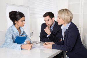Verhandlunsdolmetschen während eines Meetings