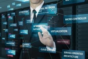 Geschäftsmann arbeitet mit virtuellem Netzwerk