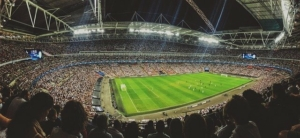 Übersetzer im professionellen Fußballgeschäft bei weltweiten Einsätzen zu Sichtungen